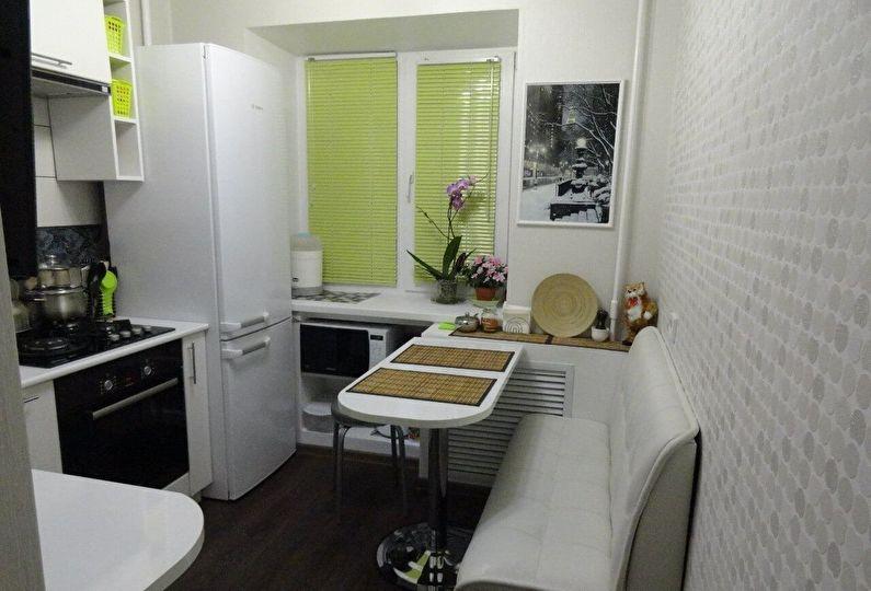 Обеденное место в маленькой угловой кухне