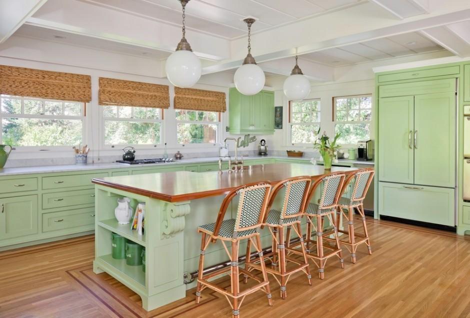 Кухонный остров в помещении частного дома