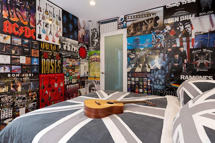 Оформление плакатами стен в комнате подростка