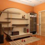 Дизайн коридора с оранжевыми стенами