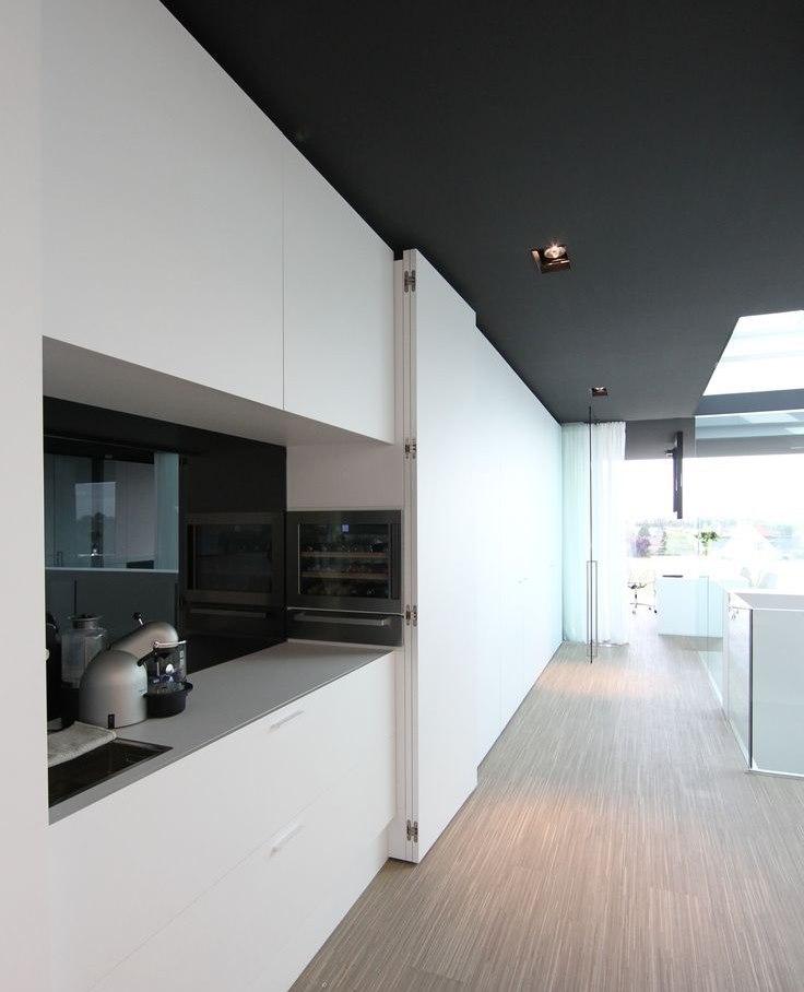 Раздвижные панели на кухне хай тек