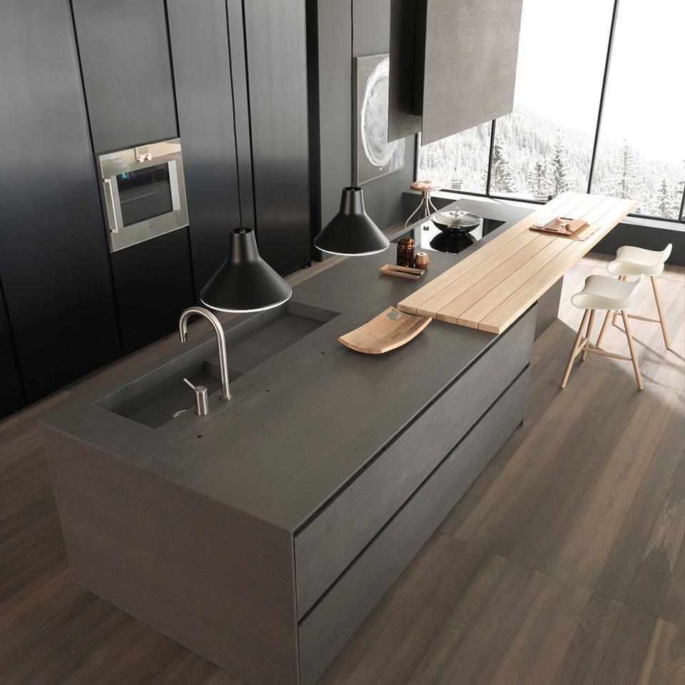 Кухонный остров серого цвета с мойкой