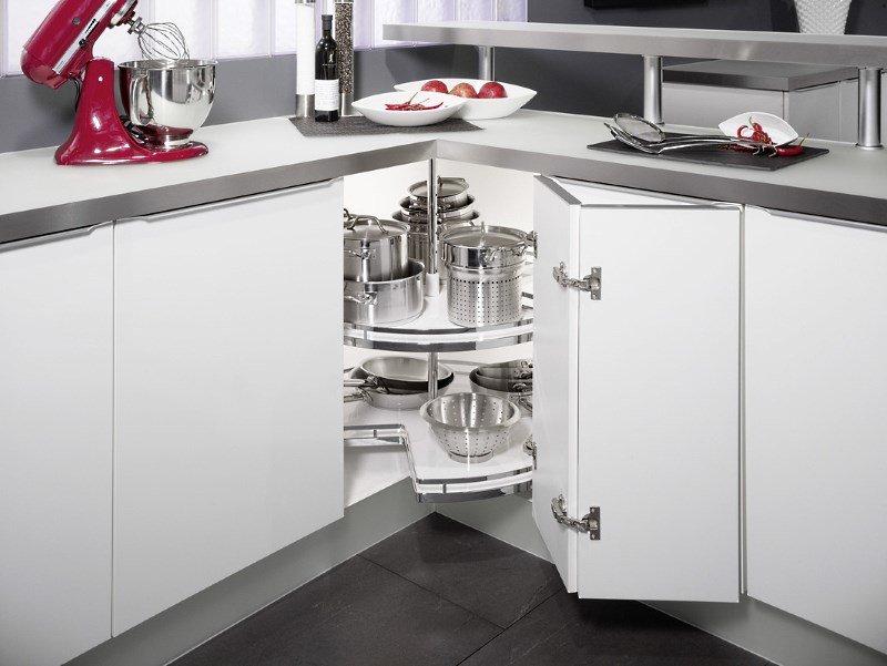 Кухонный шкаф с каруселью в углу