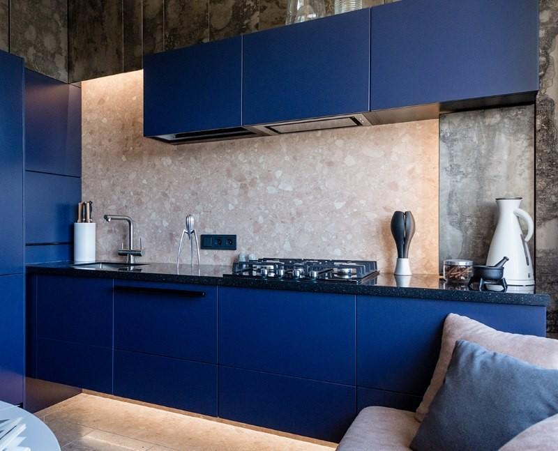 Темно-синий гарнитур в стиле модерн