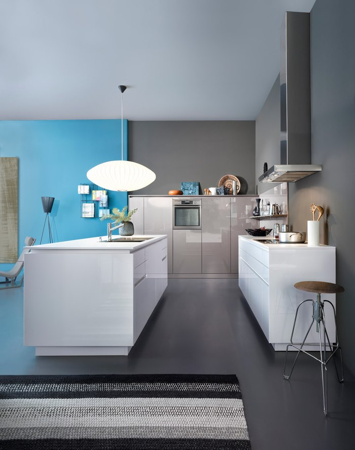 Интерьер кухни хай тек в серых тонах