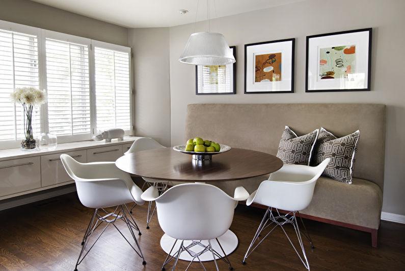 Три картины над диваном в кухне