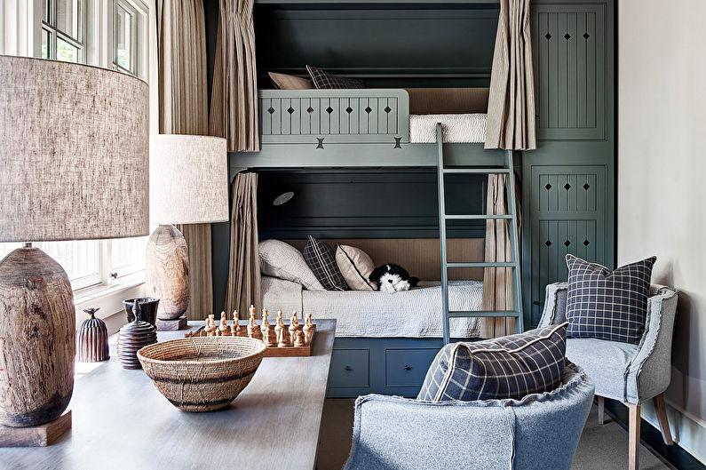 Двухэтажная кровать в комнате для двух мальчиков