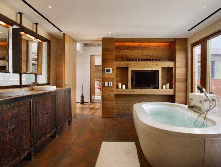 Интерьер ванной в стиле хай тек с деревянной отделкой