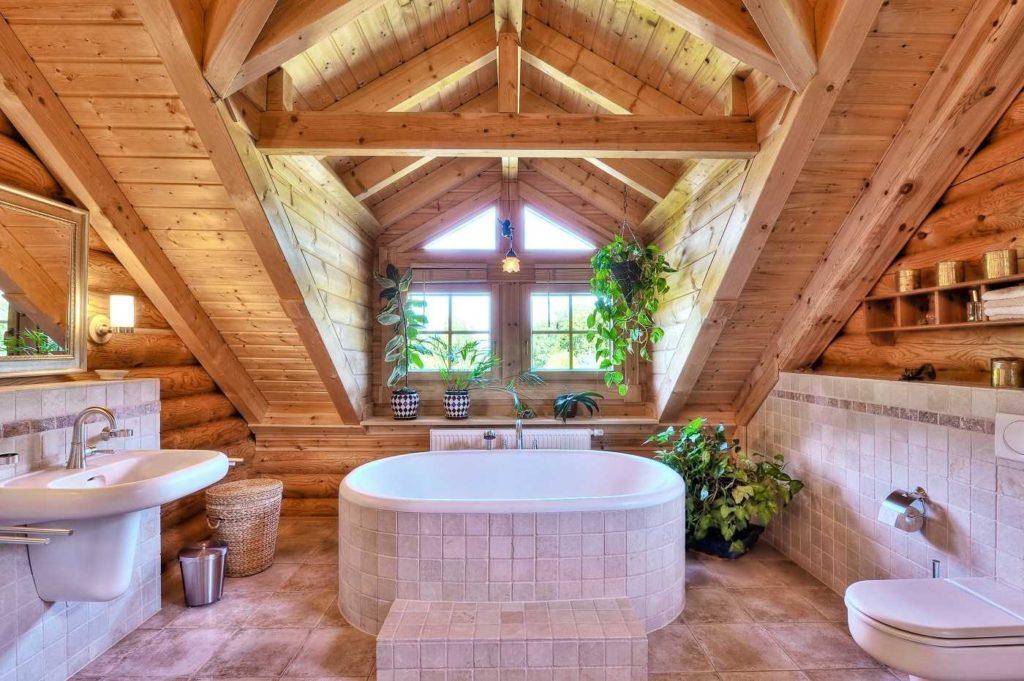 Отделка ванной комнаты в мансарде загородного дома