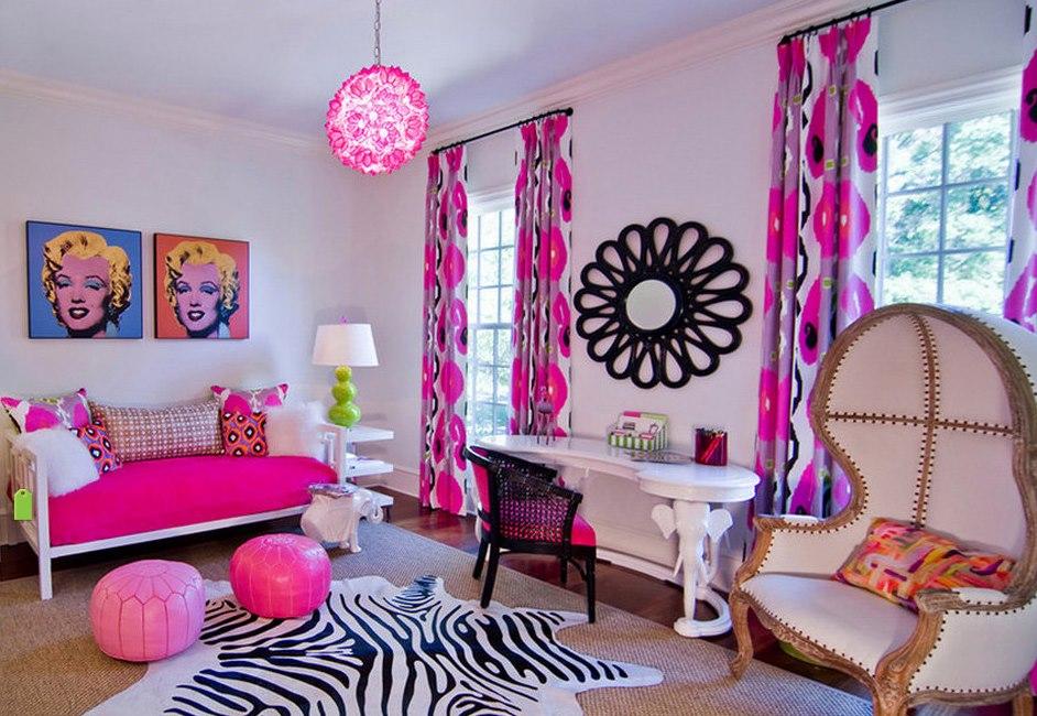 Яркие занавески в комнате девочки подростка
