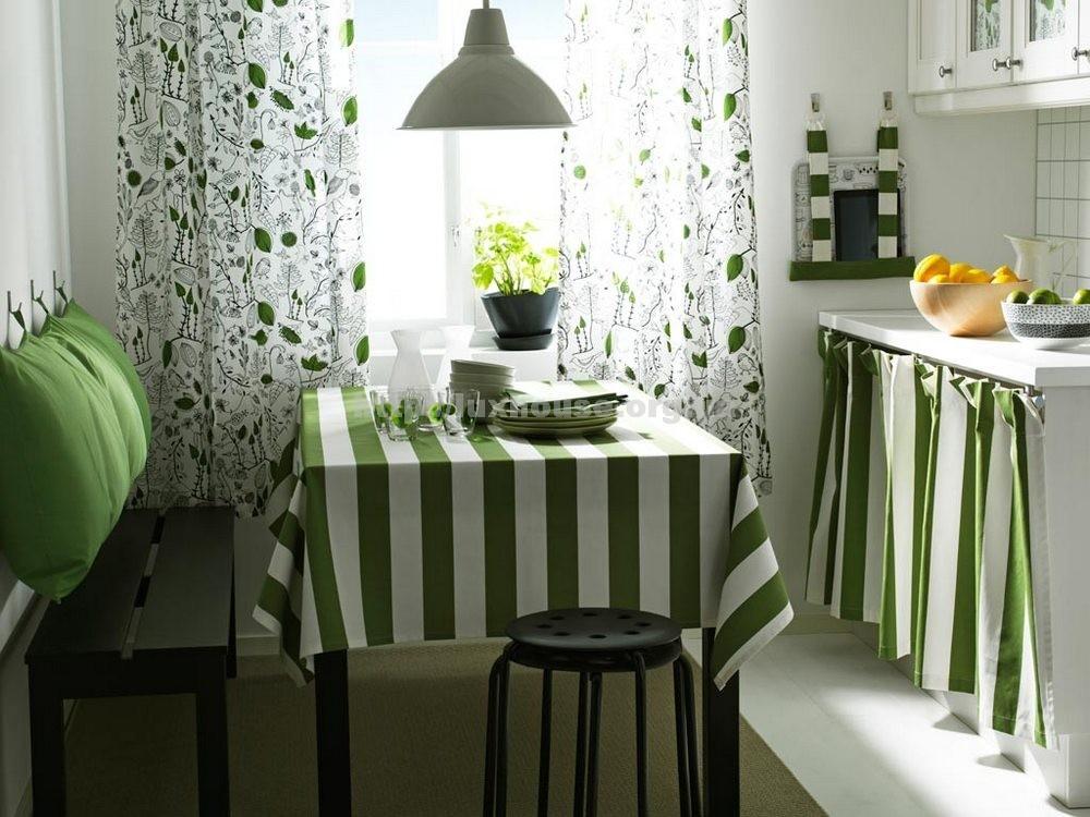 Красивое оформление обеденного стола на кухне