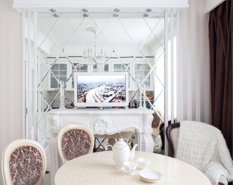 Зеркальная плитка в интерьере кухни-столовой