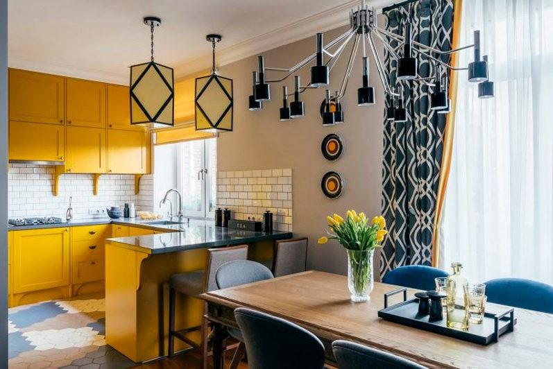 Желтый гарнитур в кухне столовой