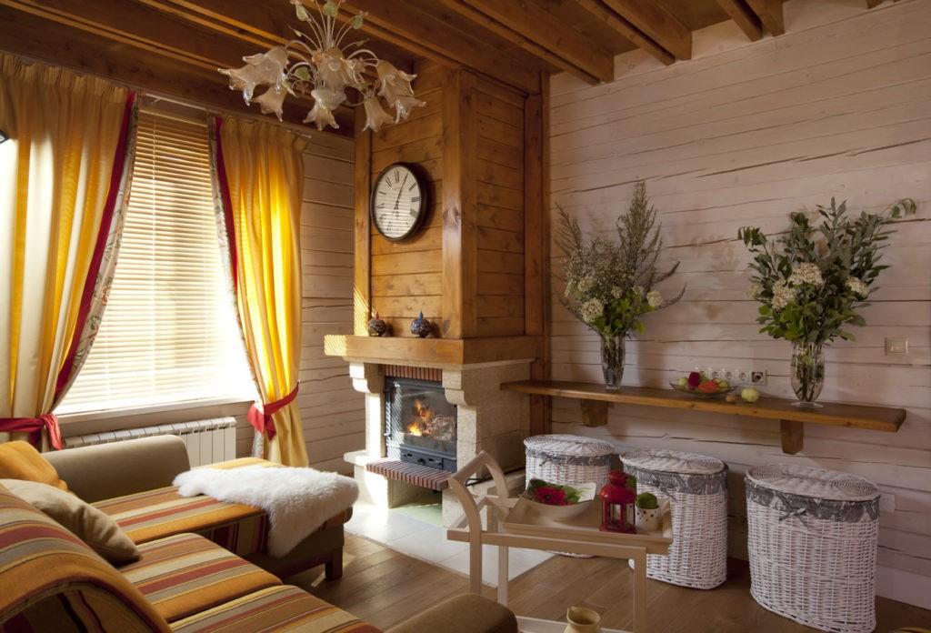 Живые цветы в интерьере гостиной