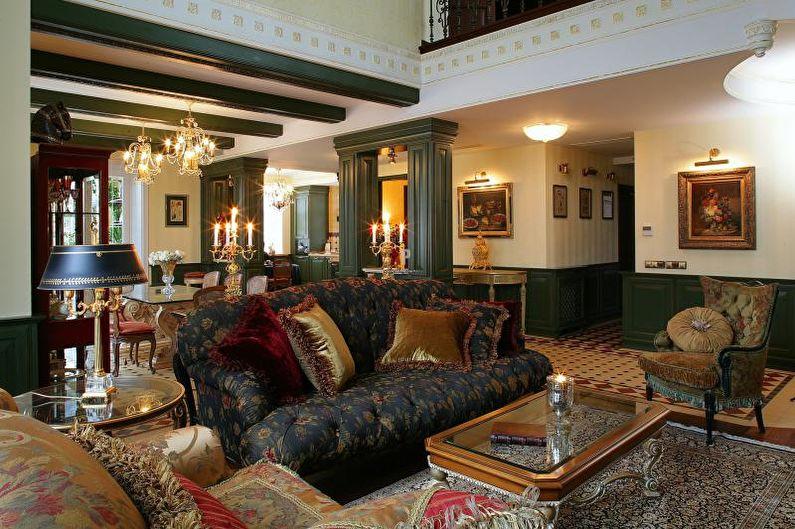 Пестрая обивка дивана в гостиной загородного дома