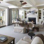 Серое ковровое покрытие в большой гостиной