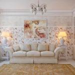 Раскладной диван в гостиной частного дома