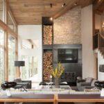 Дрова в декоре гостиной частного дома