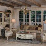 Уютная гостиная в стиле французского прованса