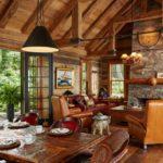 Гостиная в дачном домике из дерева