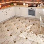 Раскладка со смещением керамической плитки на кухне
