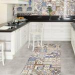 Мозаичная плитка в дизайне кухни