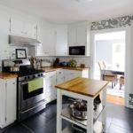 Обустройство проходной кухни в загородном доме