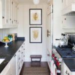 Узкая кухня с двухрядной планировкой
