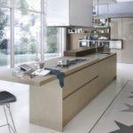 Дизайн большой кухни с панорамным окном
