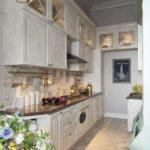 Узкая кухня с высоким потолком