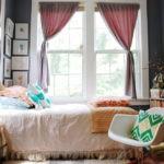 маленькая спальня с двумя окнами