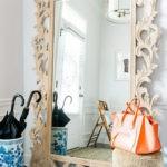 Напольное зеркало в резной раме из дерева