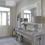 Деревянная мебель в прихожей классического стиля