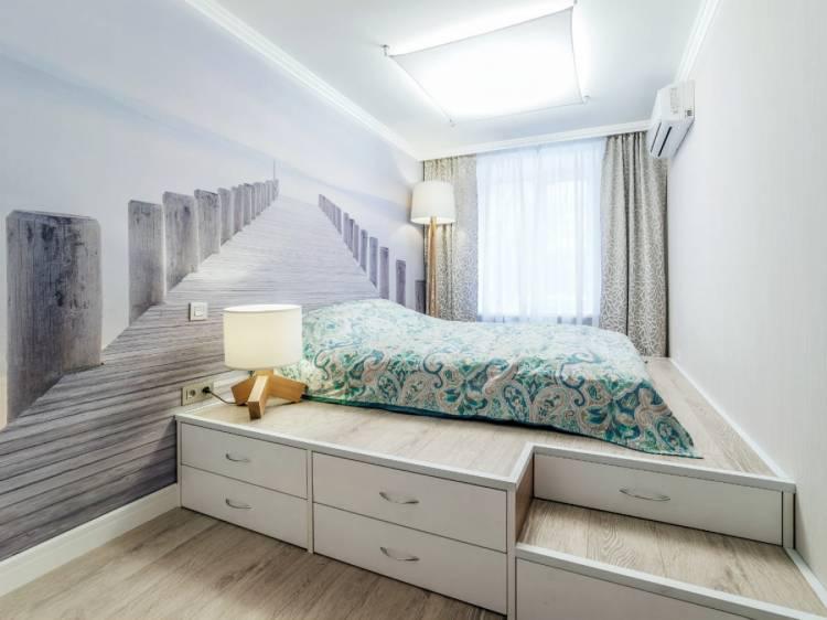 Реалистичные фотообои в дизайне небольшой спальни