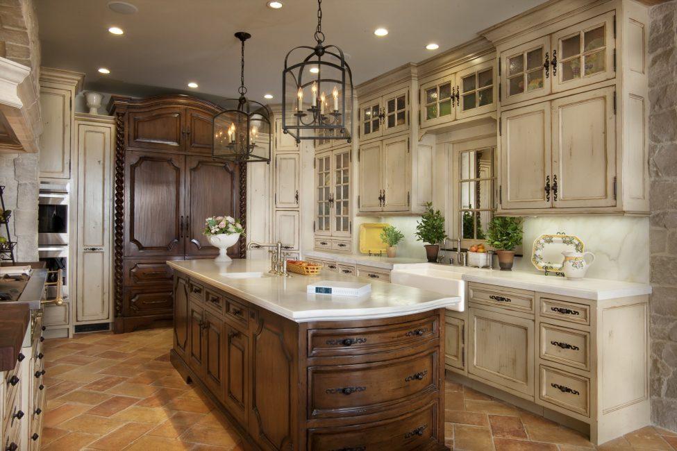 Кухонный остров из дерева на каменном полу