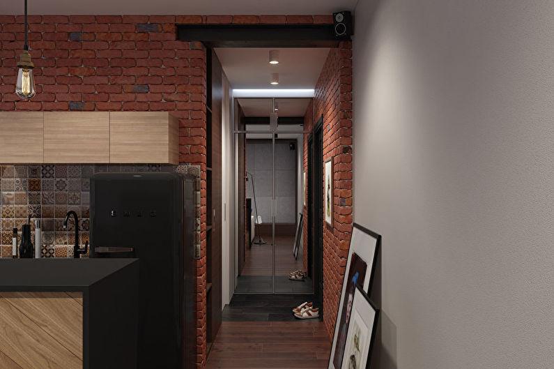 Кирпичные стены в узком коридоре квартиры