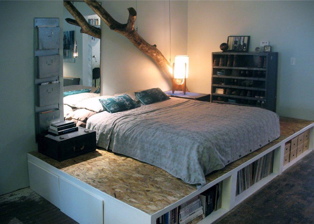 Хранение вещей в подиуме под кроватью