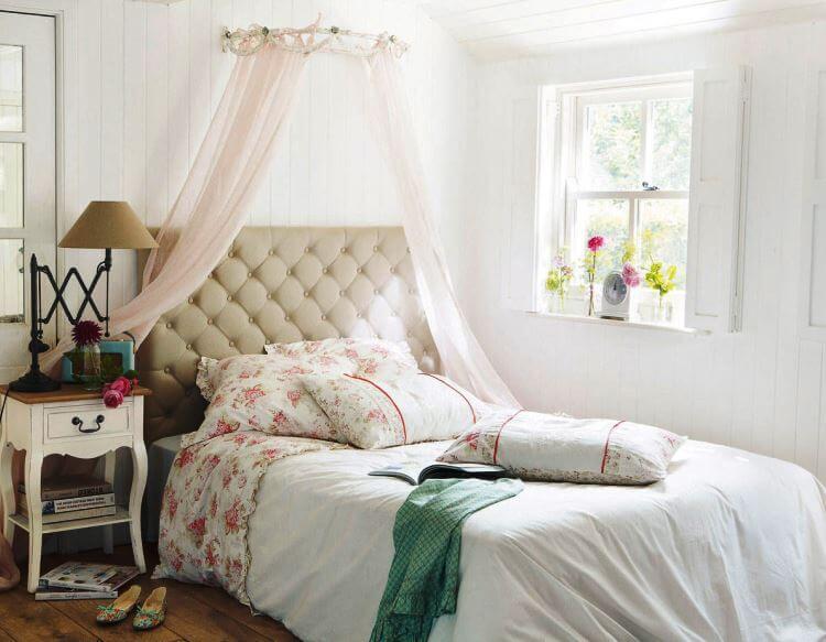 Уютная спальня в стиле французского прованса