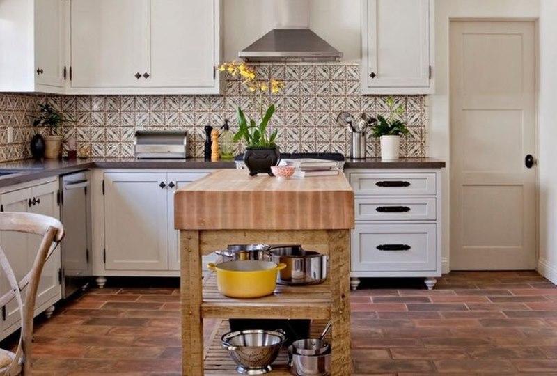 Дизайн кухни с матовой каменной плиткой
