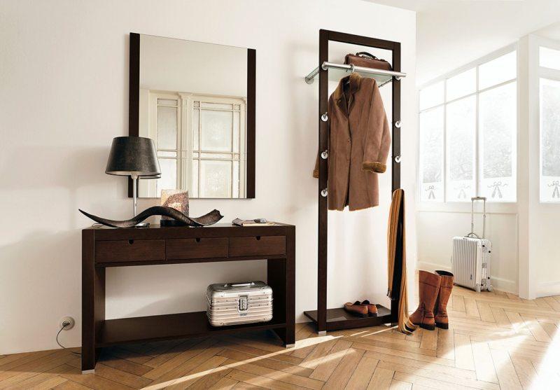 Мебельный гарнитур с навесным зеркалом