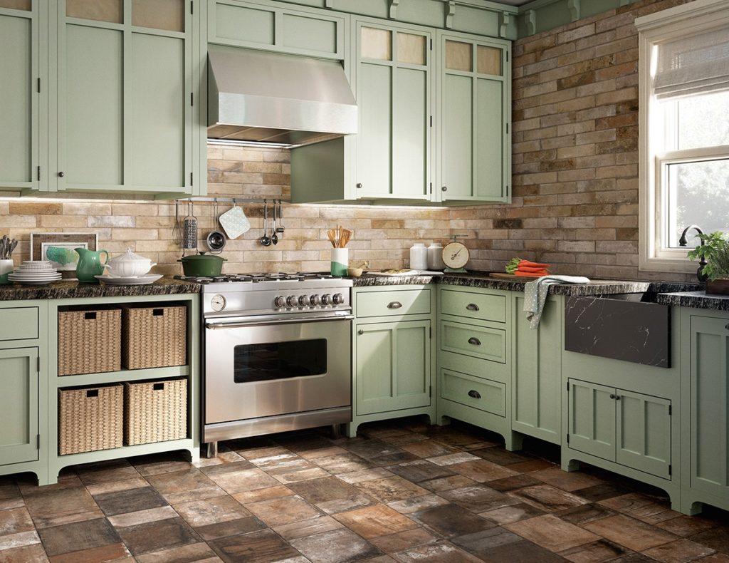 Каменная плитка в интерьере кухни стиля прованс