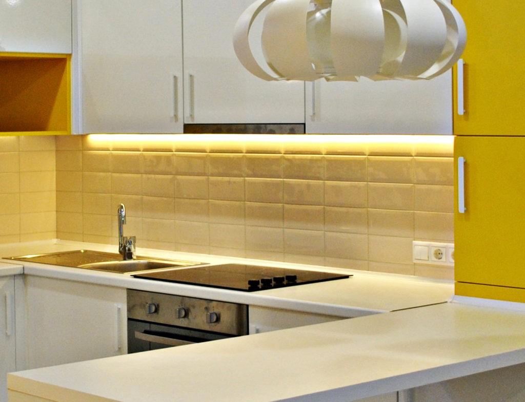 Организация подсветки мойки в современной кухне