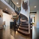 деревянные ступени винтовой лестницы