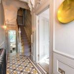 керамический пол в узком коридоре