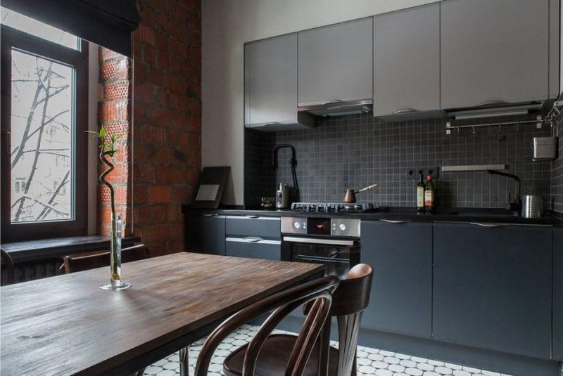 Керамические блоки в интерьере прямоугольной кухни