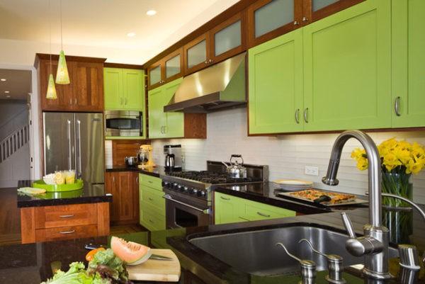Сочетание коричневого и лаймового цветов на кухне