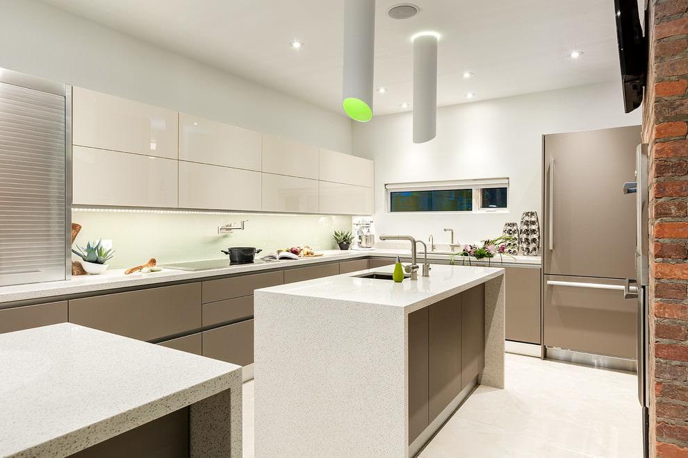Белые стены кухни в современном стиле