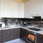 Белый и венге можно часто встретить на современных кухнях