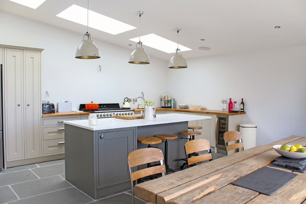 Дизайн кухни в серо-бежевом цвете