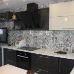 Бежевый и венге - классическое сочетание для кухонной мебели
